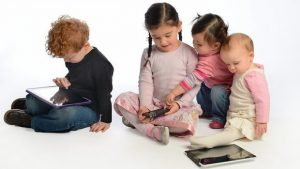 children-using-technology-foto-pc-slp-somerset-gov-uk
